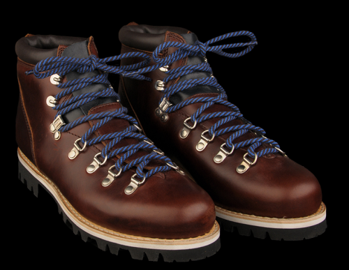 PARABOOT AVORIAZ LIS BLEU are serious with style